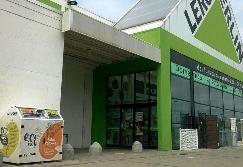 Un'ecoisola presso un punto vendita Leroy Merlin