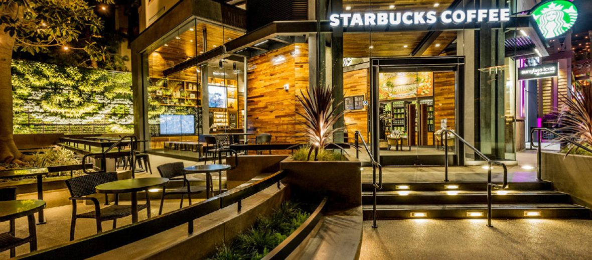 Starbucks porta a Milano un carico di… palme e banani!